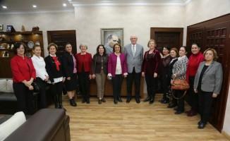 CHP Kadın Kolları Genel Başkanı Köse' den Kazım Kurt'a teşekkür ziyareti