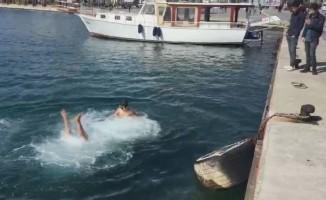 Çocuklar Şubat ayında deniz keyfi yaptı