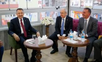 Cumhurbaşkanı Yardımcısı Oktay, memleketinde lise arkadaşlarıyla buluştu