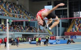 Denizlili milli atlet yüksek atlamada Türkiye rekorunu kırdı