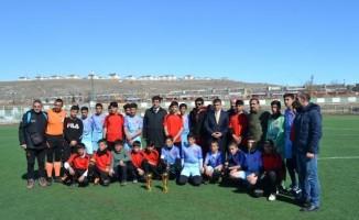 Erciş'te 'yıldız erkek ve kız futbol' müsabakaları