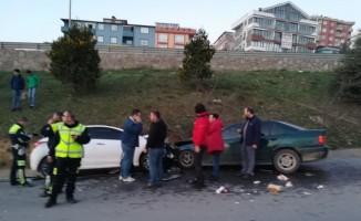 İki otomobil kafa kafaya çarpıştı: 4 yaralı