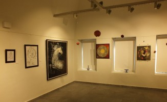 İranlı sanatçıdan 24 ayar minyatür sergisi
