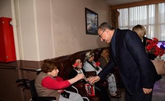 İsmail Erdem'den Darülaceze'ye vefa ziyareti