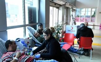 Isparta Belediyesi personelinden kan bağışı