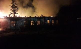 Isparta'da okulda çıkan yangın
