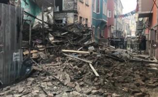 İstanbul Fatih'te 3 katlı bina çöktü