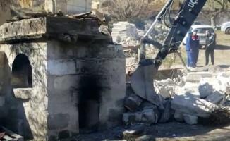 İYİ Parti'li Başkan adayı otelinin yıkılmasına başlandı