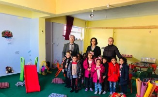 İzmirli ev kadınları Siirt'te anasınıfı kurdu