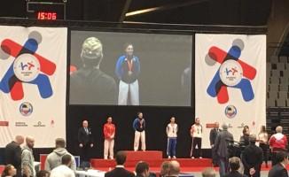 Kağıtsporlu karateciler Avrupa'dan bir altın bir gümüş ile döndü
