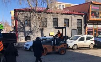 Karayolları Kars'ta yollara yama atıyor