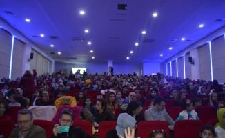 Kastamonu'da çocuklar aileleriyle birlikte tiyatronun tadını çıkarıyor