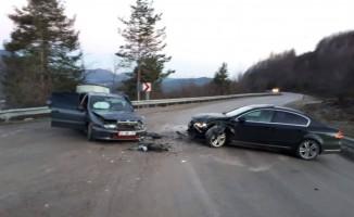 Kastamonu'da iki otomobil kafa kafaya çarpıştı
