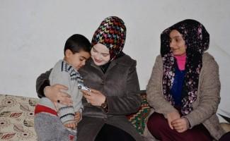 Kaymakam Uzan'ın eşinden dar gelirli ailelere ziyaret
