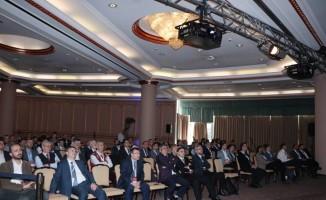 Kayseri'deki kongrede canlı yayında hastalara müdahale edildi
