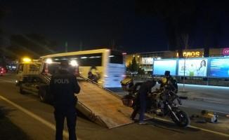 Kaza yapan motosikletli alev aldı