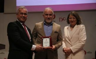 Kızılay Antalya Şubesi'nin yeni Başkanı Esra Özkoç oldu