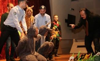 KO-MEK tiyatro kursiyerlerinden anlamlı oyun