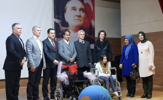 Lise öğrencilerinden akülü ve tekerlekli sandalye yardımı