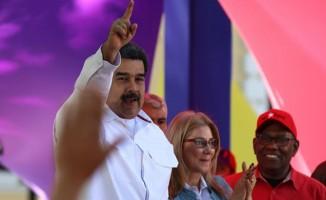Maduro'ya Kaddafi fotoğrafıyla tehdit
