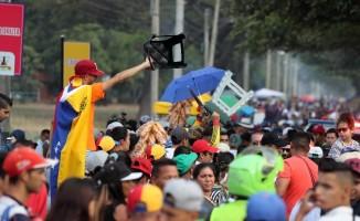 Maduro yanlısı ve karşıtı konserlere saatler kaldı