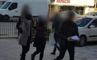 Marketten 2 bin liralık sigara çalan sabıkalı hırsızlar polisten kaçamadı