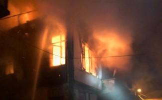 Marmara'da ahşap bina yandı