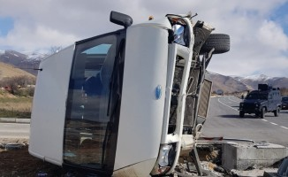 Minibüs ile otomobil çarpıştı: 7 yaralı