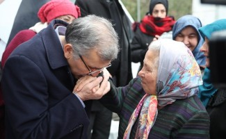 Murat Aydın'ı görmeye gelen kadın öpüp bağrına bastı