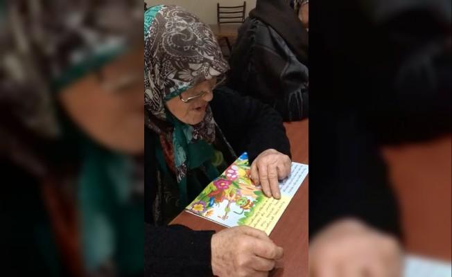 Okuma hayalini 76 yaşında gerçekleştirdi