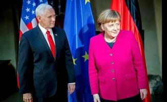 Pence ve Merkel arasında sert atışma