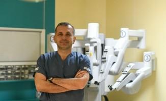 """Prof. Dr. Turna: """"Prostat ve böbrek kanseri uzmanlık gerektiriyor"""""""
