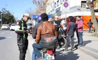 Sakarya'da kurallara uymayan motosikletler otoparka çekildi