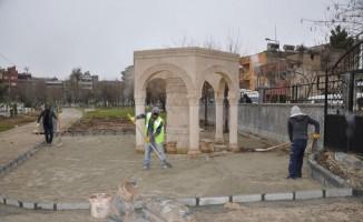 Siirt'te mezarlıklarda parke serim çalışması başlatıldı
