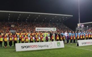 Spor Toto Süper Lig: Göztepe: 0 - Trabzonspor: 1 (İlk yarı)