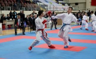 Türkiye Karate Şampiyonası Fethiye'de devam ediyor