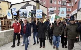 Türkiye'nin en hızlı akan çayının üzerinde yapılması planlanan HES'e yöre sakinleri karşı çıkıyor
