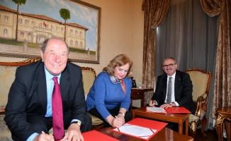 Vali Karaloğlu hayırsever çift ile bağış protokolü imzaladı