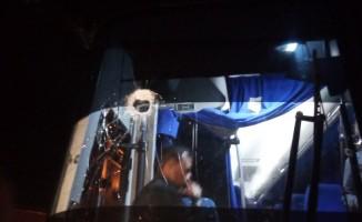 Venezuela'da sınıra giden muhalif milletvekillerinin otobüslerine saldırı