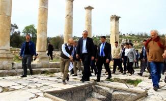 """Kültür ve Turizm Bakanı Ersoy: """"Stratonikeia ikinci Efes olabilir"""""""
