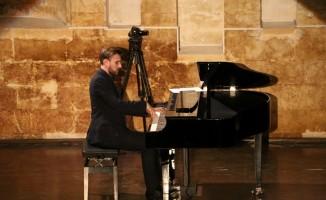 Ödüllü piyanist Tofig Shikhiyev 'Urfa Divanı'nı piyano ile icra etti
