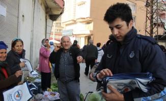 Samandağ Belediyesi bez çanta dağıttı
