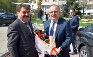 Afyonkarahisar Valisi Tutulmaz'dan Dinar Belediye Başkanı Sarı'ya ziyaret