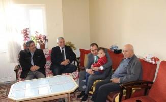 Akağaç ve Abbasoğlu şehit ailesini ziyaret etti