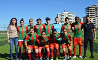 Amed Sportif'in kadın futbolcular rahatladı