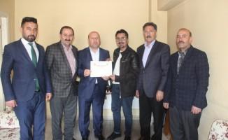 Başkan Er'den Gazeteci Taş'a teşekkür belgesi