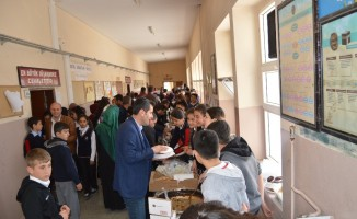 Besni'de ihtiyaç sahibi öğrenciler yararına kermes düzenlendi