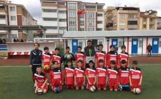 Bilecik'te küçükler futbol il birincisi Osmangazi Ortaokulu oldu