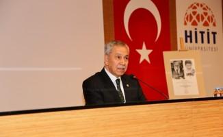 Eski TBMM Başkanı Arınç, üniversite öğrencileriyle bir araya geldi