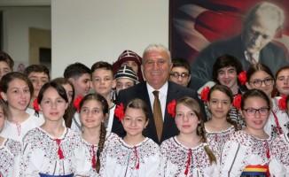 Gürcistan ve Romanyalı öğrencilerden Başkan Atay'a ziyaret